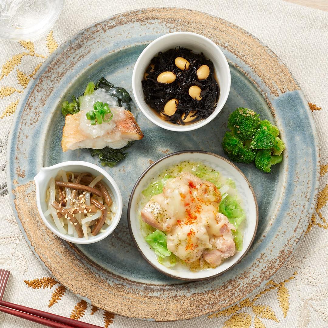 バジルチキンと赤魚の葱ソース